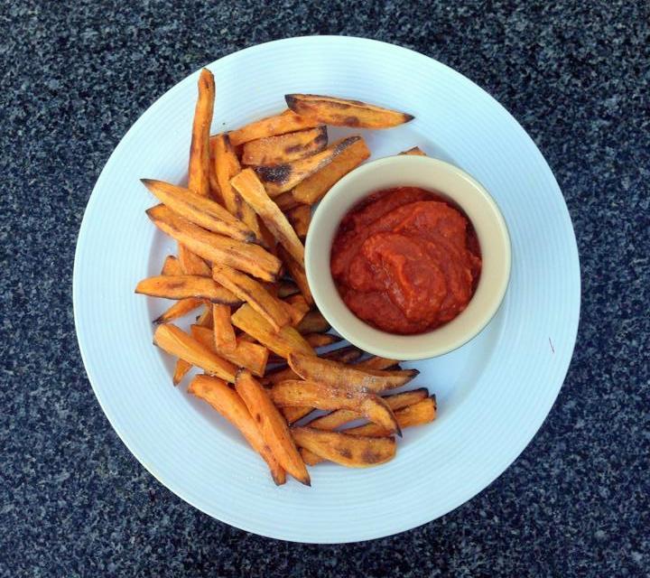 Hjemmelavet ketchup og pomfritter af sødekartofler - christinebonde.dk