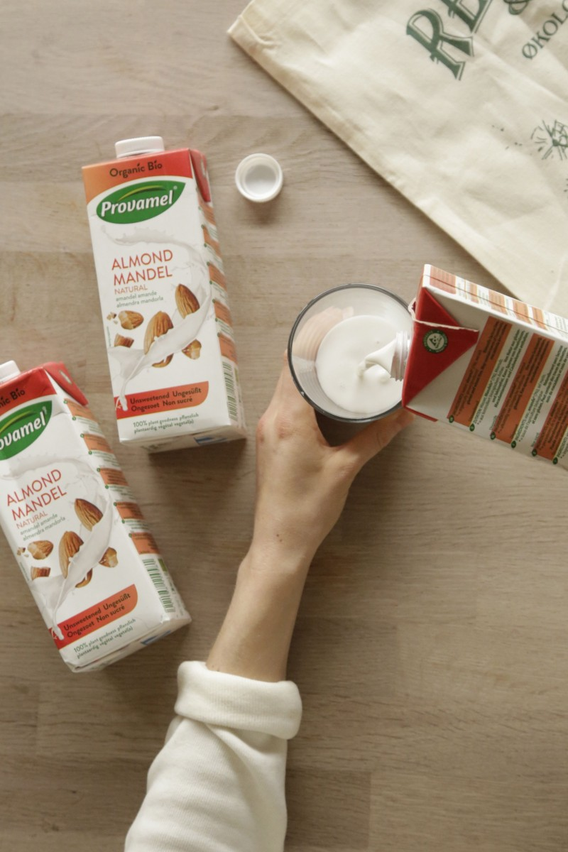Provamel mandelmælk almond milk natural unsweetened2