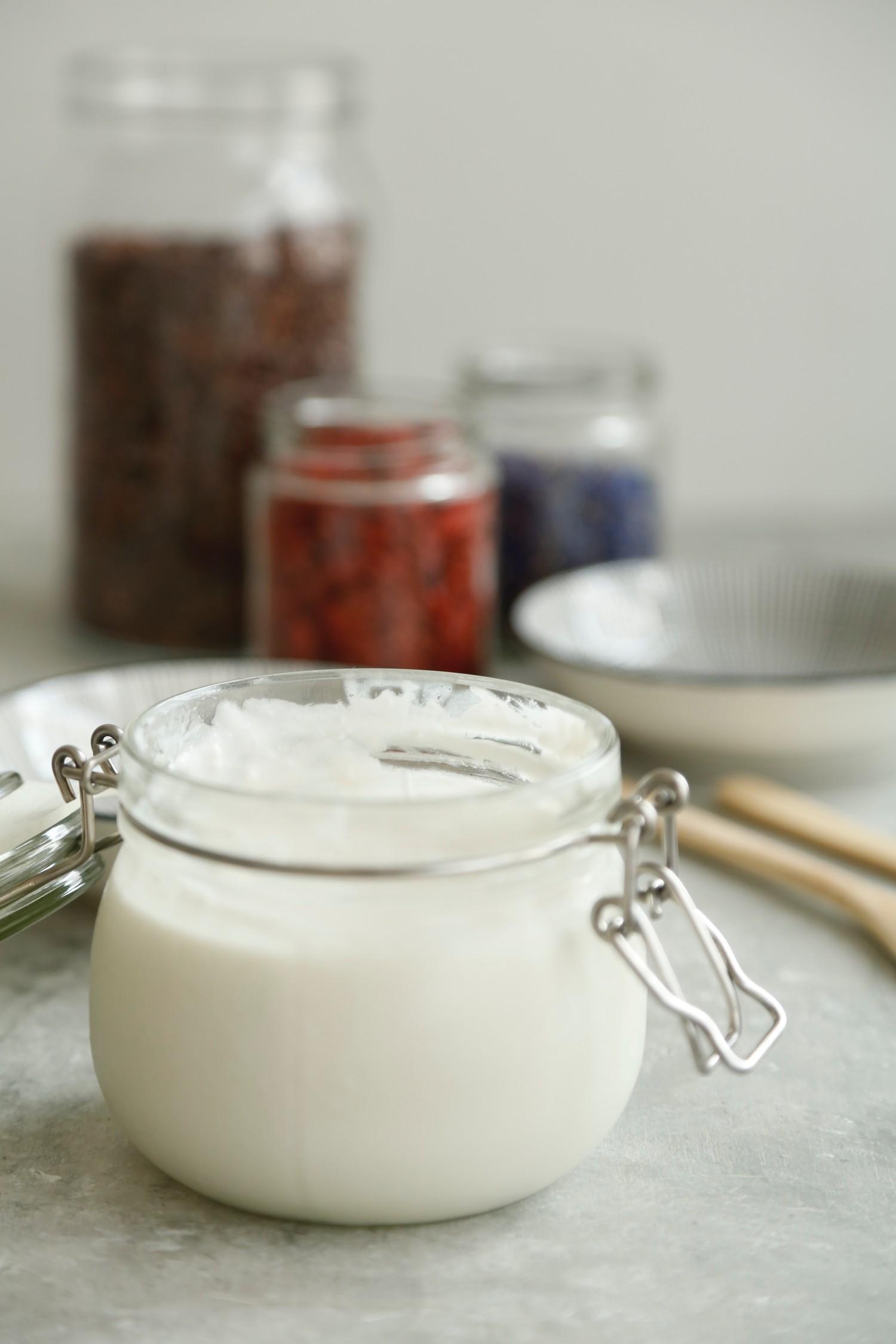 Hjemmelavet kokosyoghurt med kun 2 ingredienser2