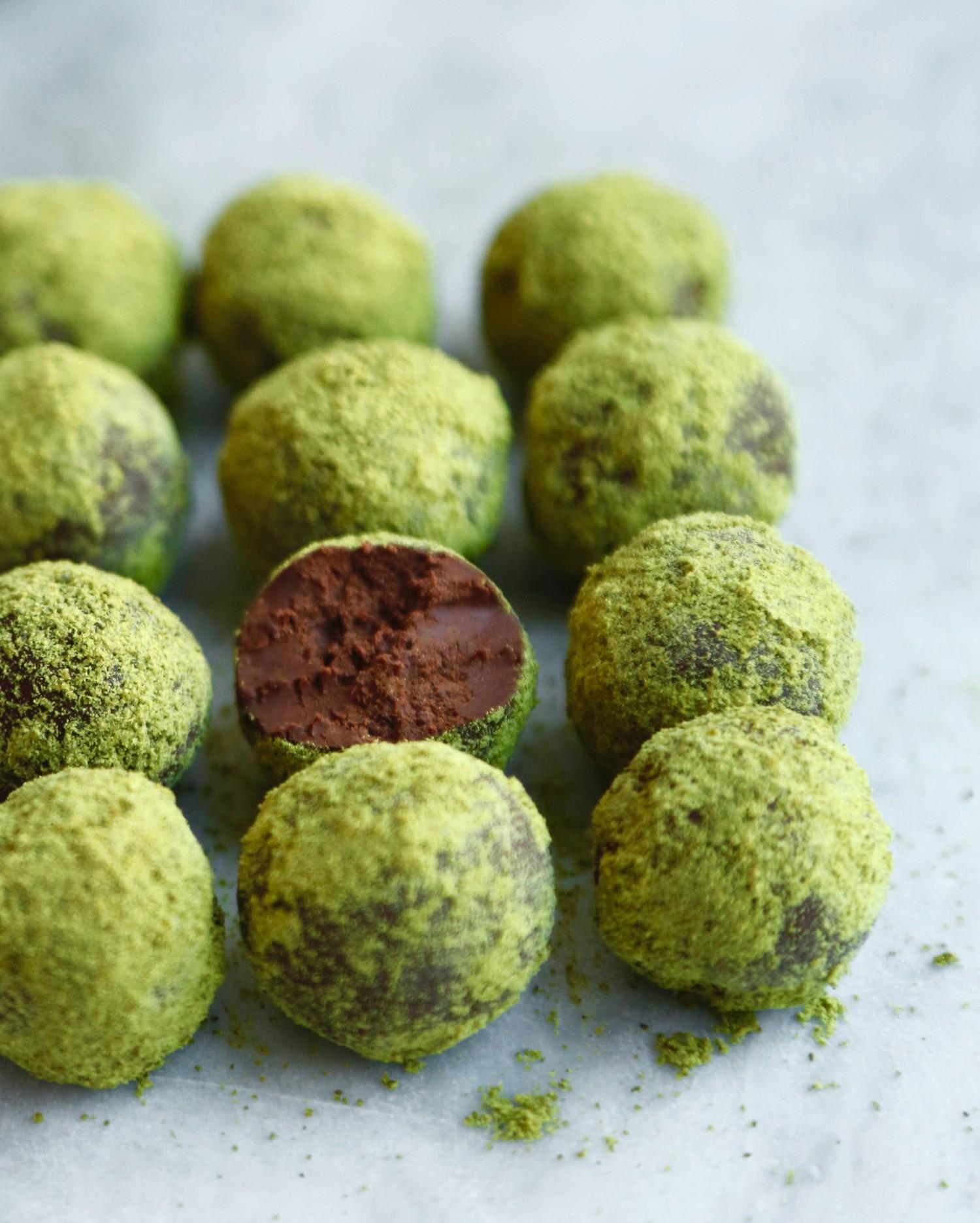 konfektkugler-med-graeskarsmoer-og-chokolade-vegansk-og-glutenfri-2