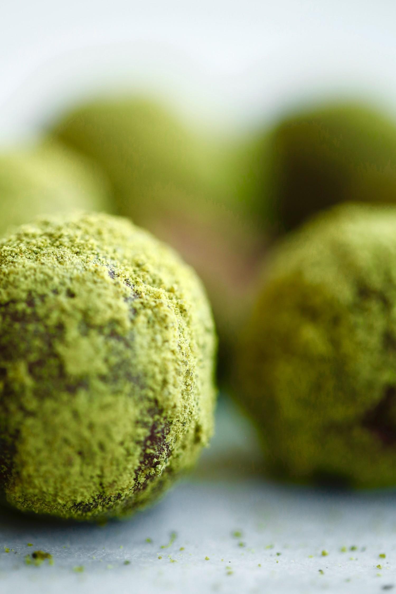 konfektkugler-med-graeskarsmoer-og-chokolade-vegansk-og-glutenfri-3