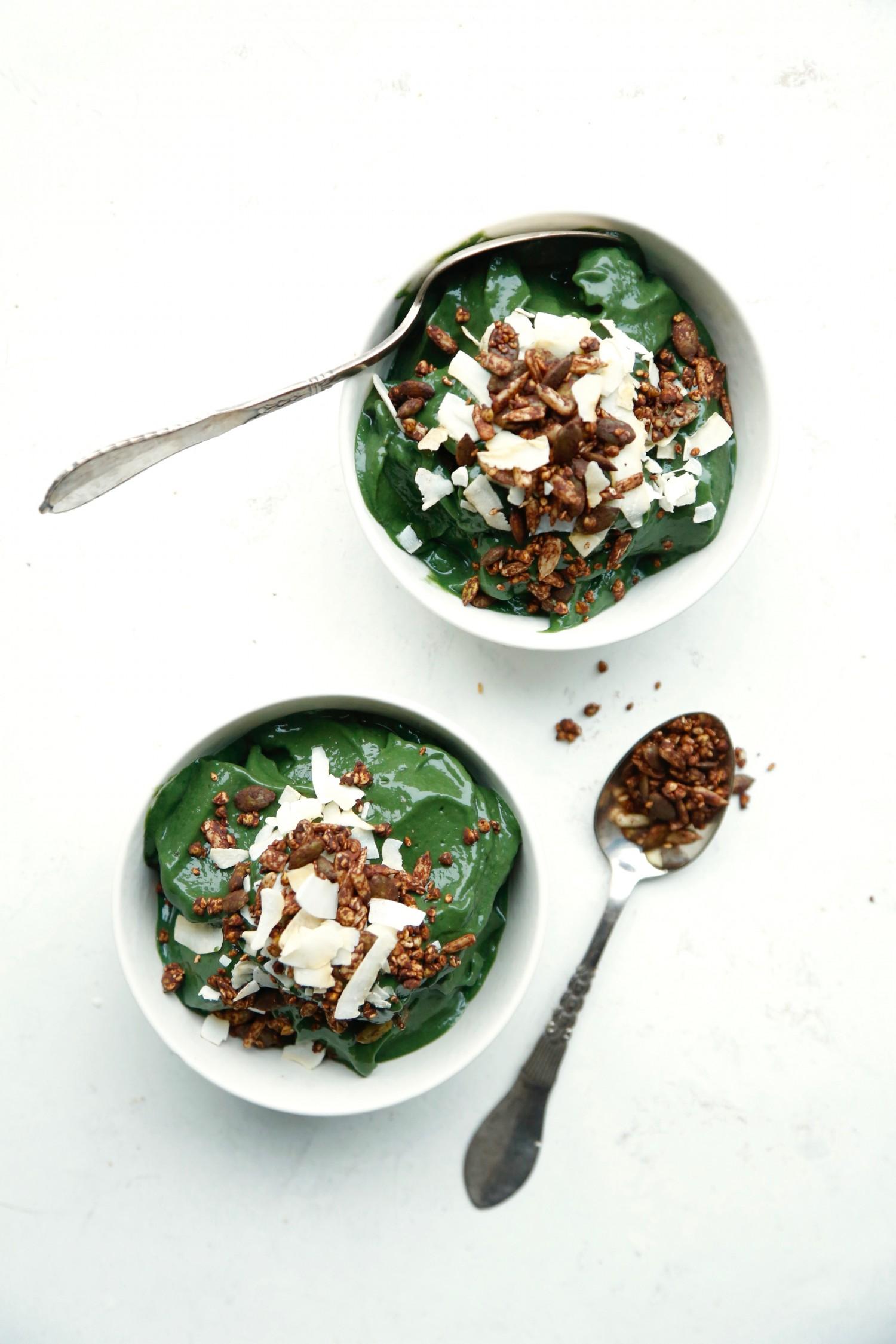 opskrift-groen-smoothie-bowl-med-spirulina-1