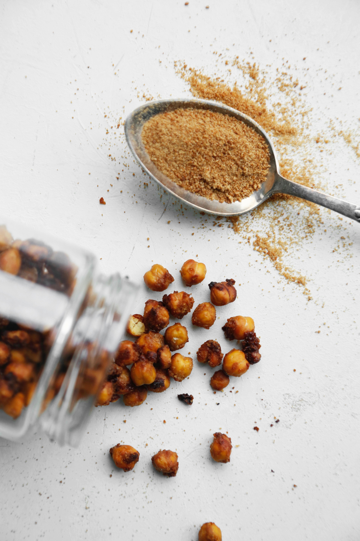 opskrift-sproede-kikaertesnacks-til-den-soede-tand-2