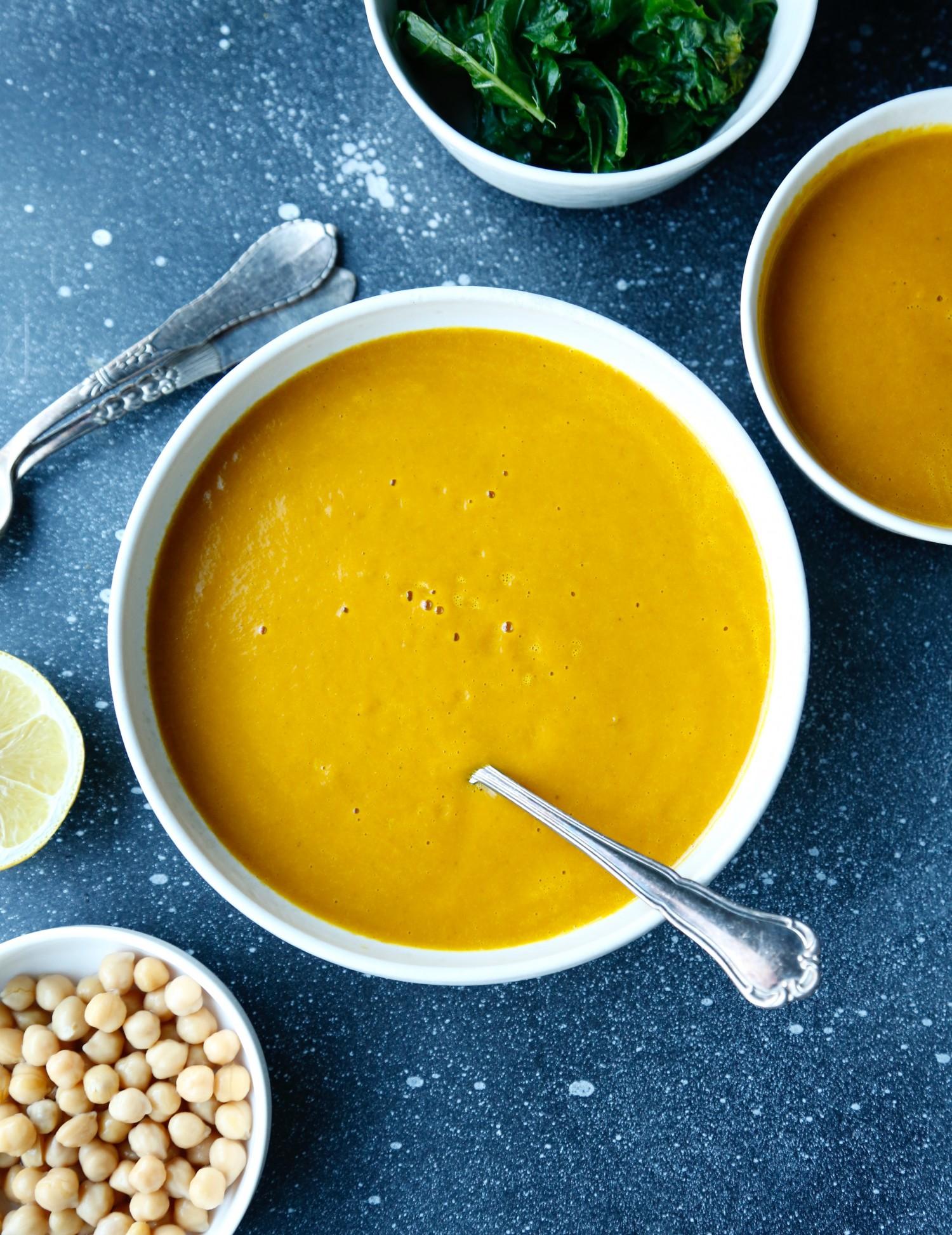 opskrift-antiinflammatorisk-suppe-til-smuk-hud-1-2