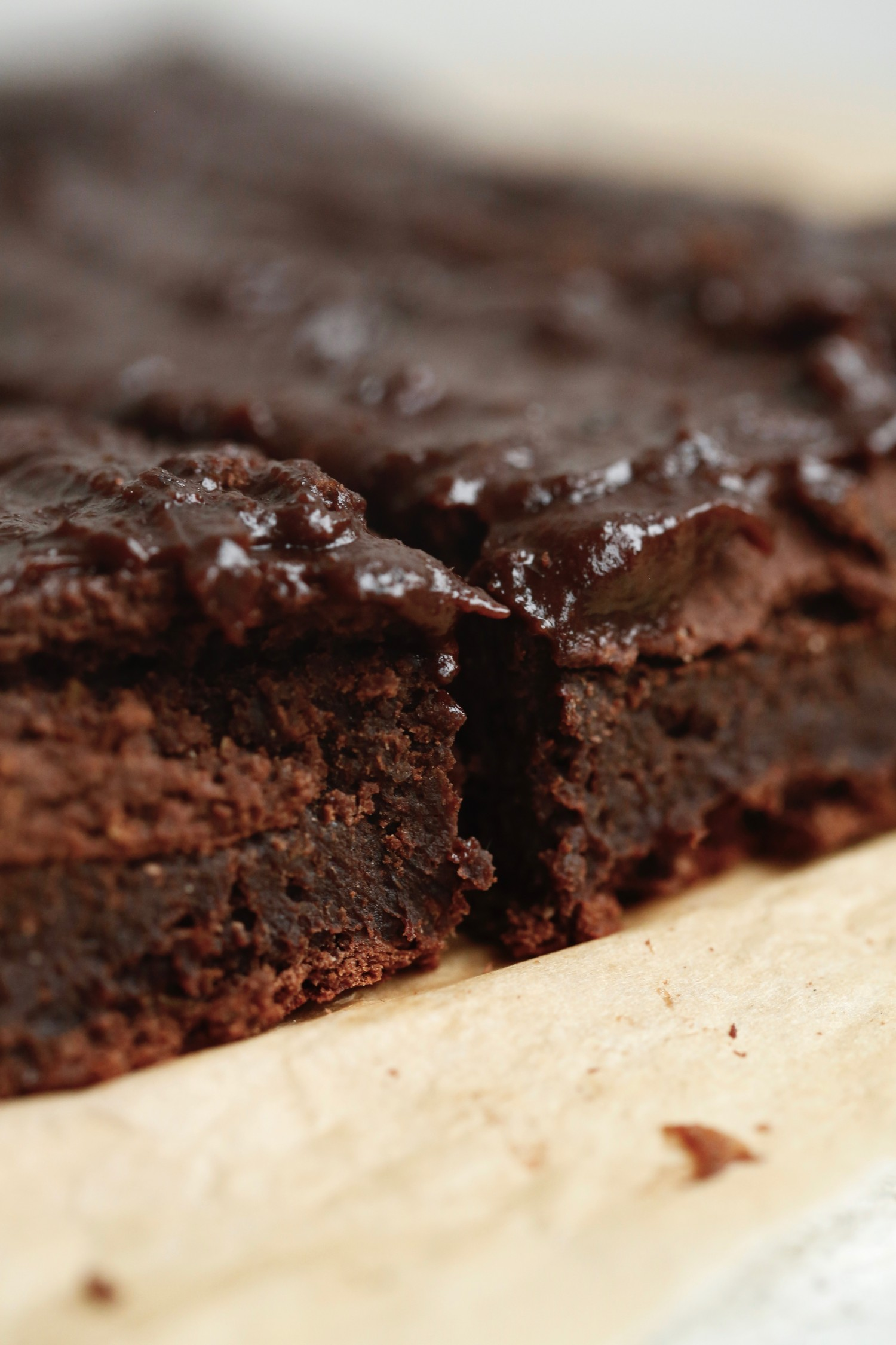 opskrift-laekker-chokoladebrownie-med-kikaerter-1