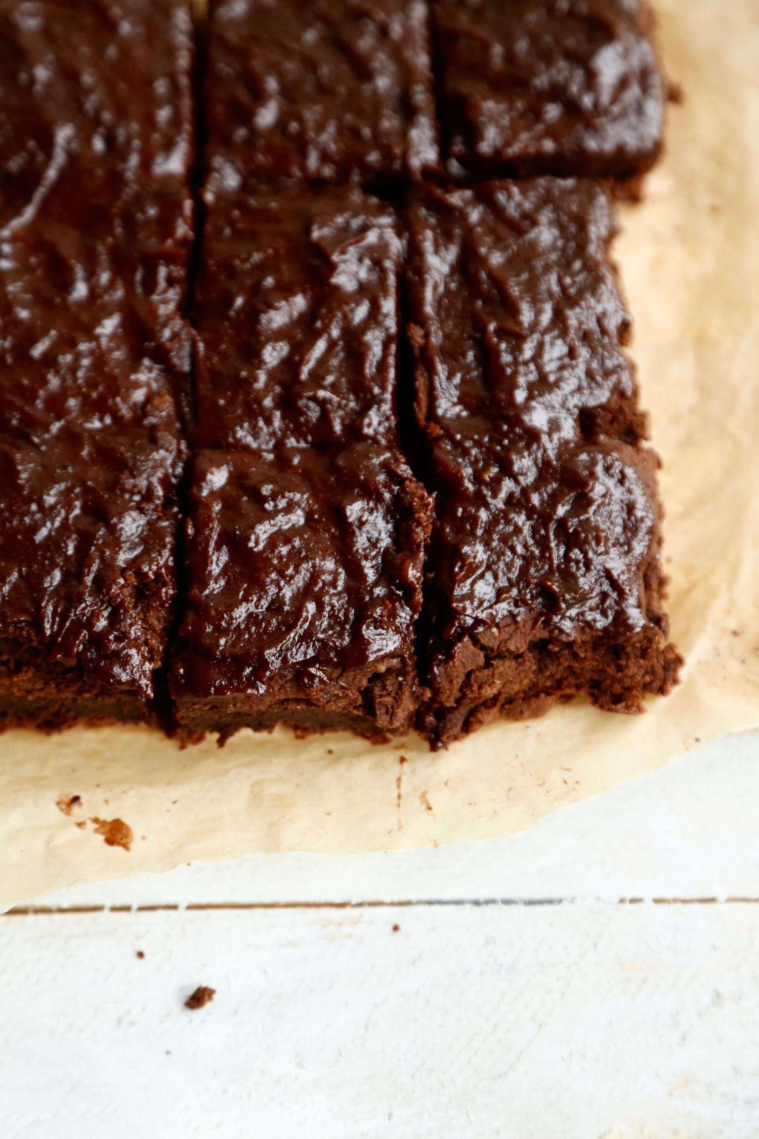 opskrift-laekker-chokoladebrownie-med-kikaerter-2