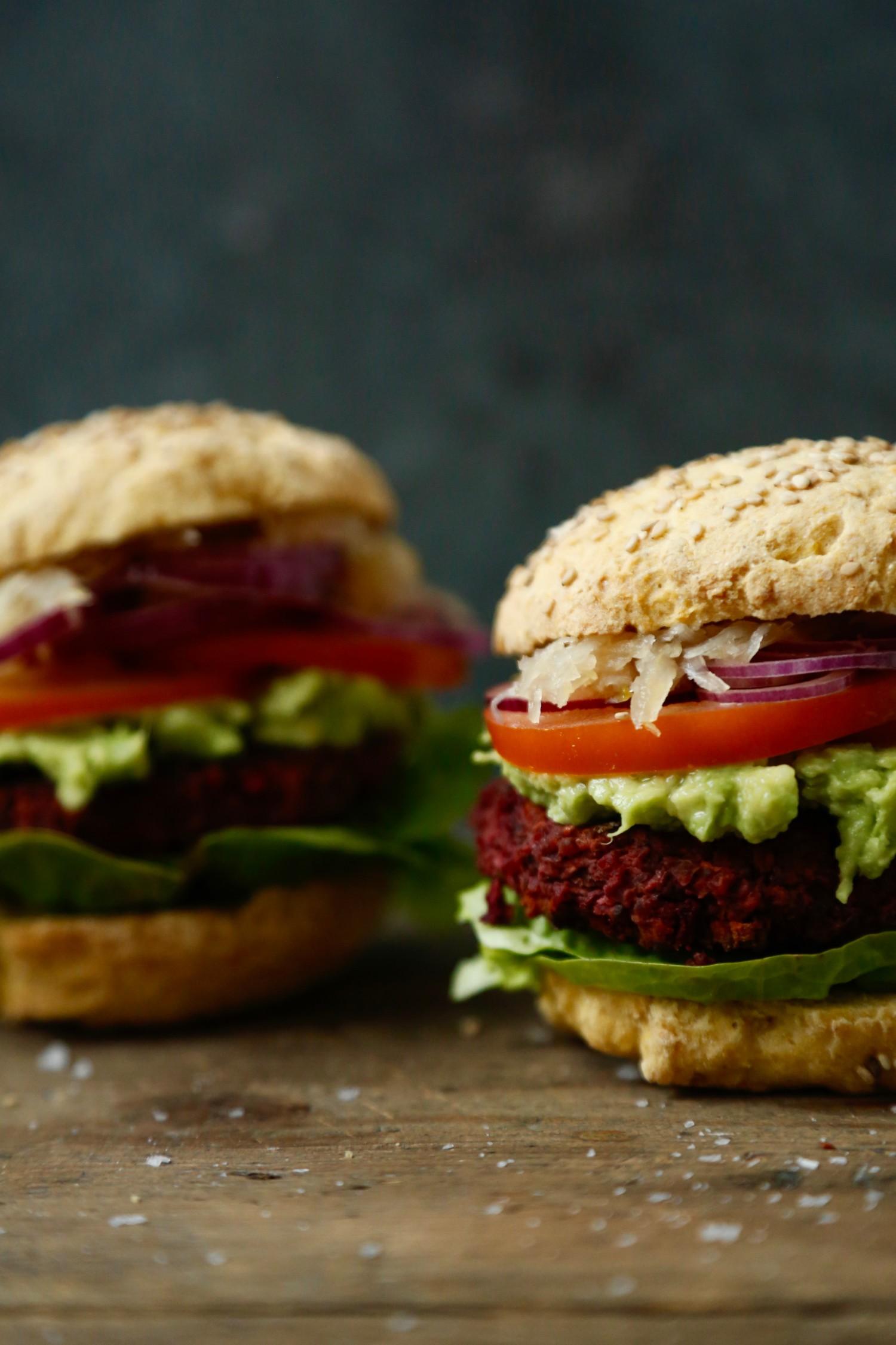 roedbedeboeffer-opskrift-paa-veganske-burgerboeffer-1-2