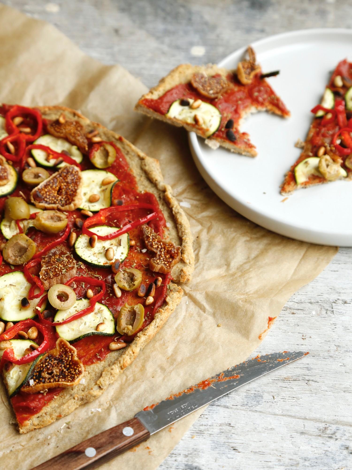 nem-blomkaalspizza-glutenfri-og-vegansk-opskrift-1