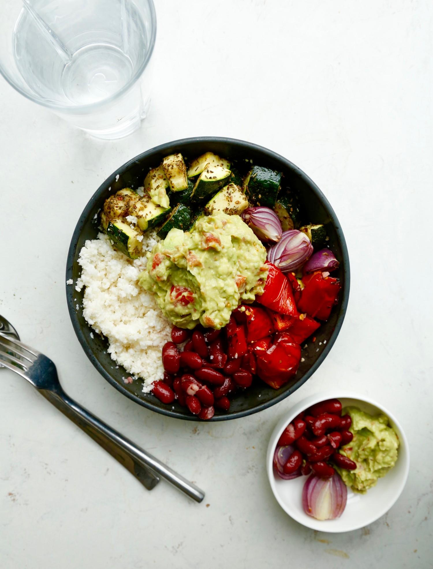 opskrift-burrito-bowl-salatskaal-med-mexicansk-tema-1