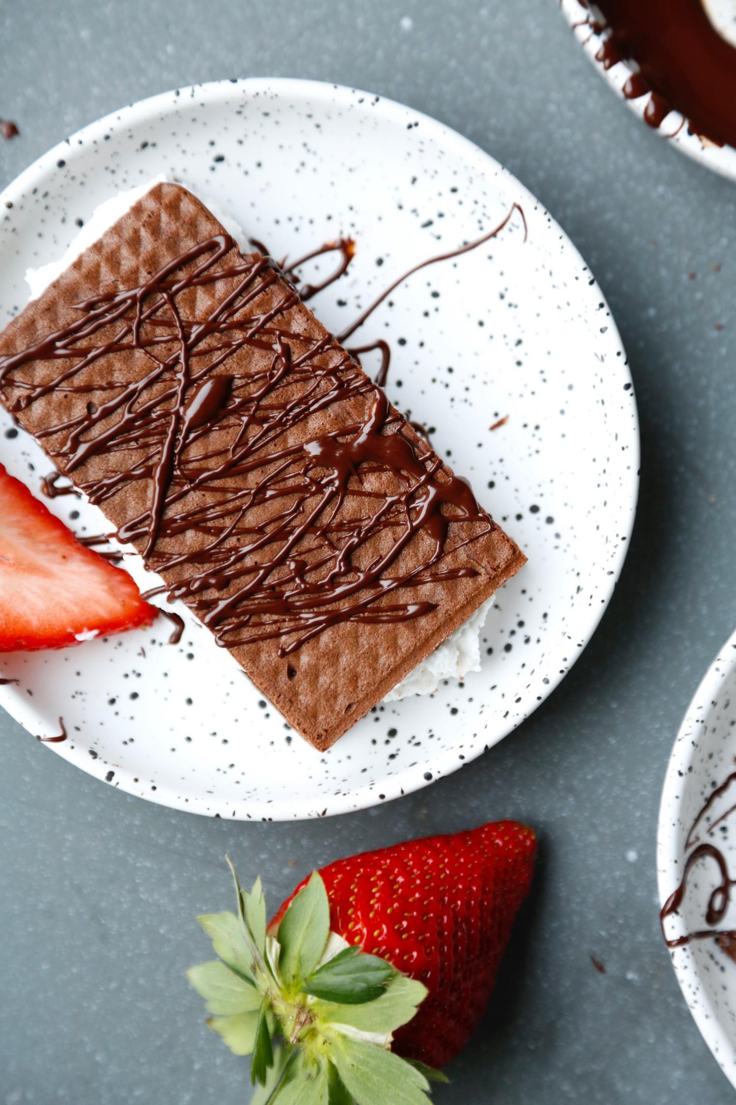vaffelsandwich-chokoladevafler-med-kokosskum-ala-maelkesnitte-1-1