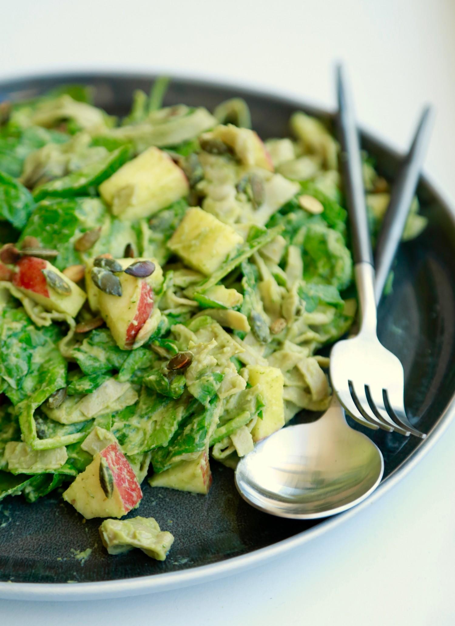 opskrift-cremet-spinatsalat-med-boennepasta-1-1